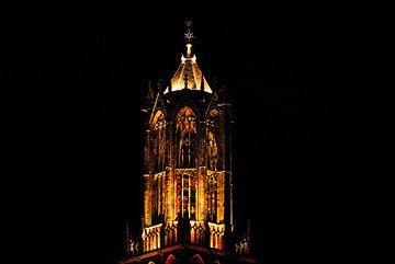 Lantaarn van de Utrechtse Domtoren bij avond. van Margreet van Beusichem