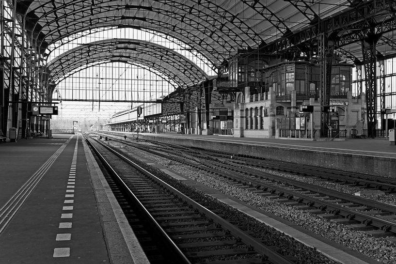 Station Haarlem Zwart / Wit van Anton de Zeeuw