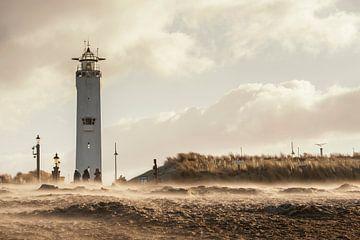 Storm bij de Noordwijkse vuurtoren sur Dick van Duijn