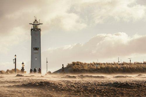 Storm bij de Noordwijkse vuurtoren van