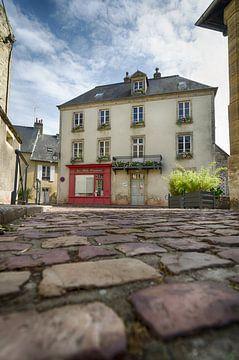 Straßenszene von Bayeux von Mark Bolijn