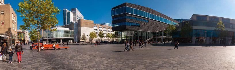 Gemeentehuis Almere Stad  in panorama. van Brian Morgan