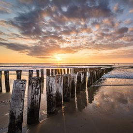 Golfbrekers op het strand van Domburg VI van Martijn van der Nat