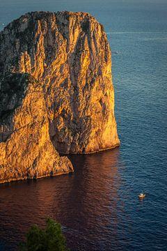 Faraglione rotsen op Capri in het avondlicht van Christian Müringer