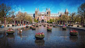 Tulpen aan voor het Rijksmuseum in Amsterdam Museumplein