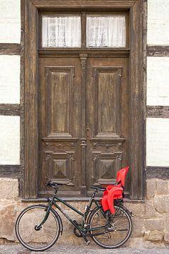 Deur met fiets van Henk Elshout