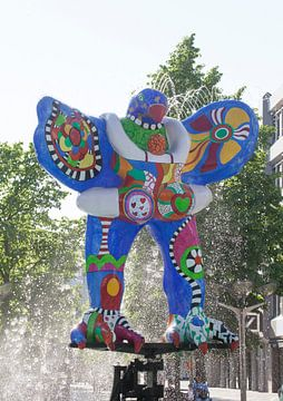 Sauveteur, sculpture de fontaine de Niki de Saint Phalle et Jean Tinguely, Duisburg, région de la Ru sur Torsten Krüger