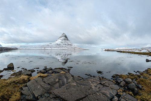 Kirkjufell in west IJsland. Een icoon in het landschap van