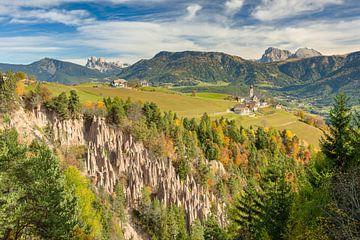 Aardse piramides bij Bozen in Zuid-Tirol van Michael Valjak