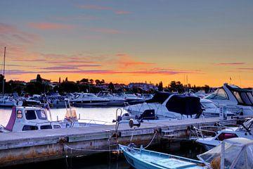 Roter Himmel über dem Hafen