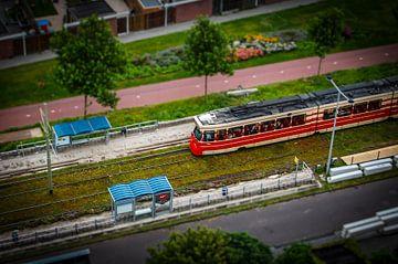 Den Haag in miniatuur met tram, gemaakt vanuit een heteluchtballon van Kees van der Rest
