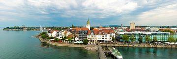 Panoramisch uitzicht op Friedrichshafen aan de Bodensee van Thomas Klee