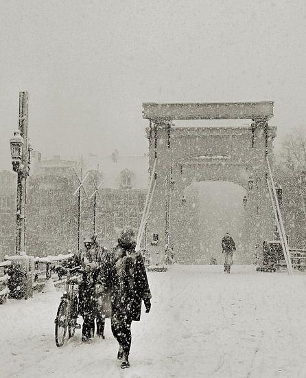 Magere Brug in de sneeuw. Amsterdam