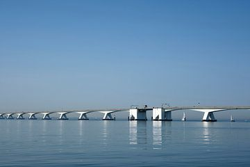 Die Zeelandbrug (Zeelandbrücke) in der Provinz Zeeland in den Niederlanden. von Tjeerd Kruse