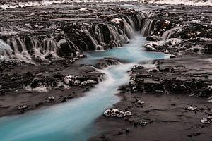 De Blauwe waterval Brúarfoss van