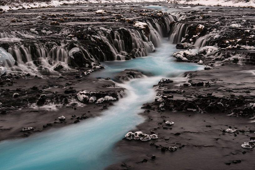 De Blauwe waterval Brúarfoss van Gerry van Roosmalen