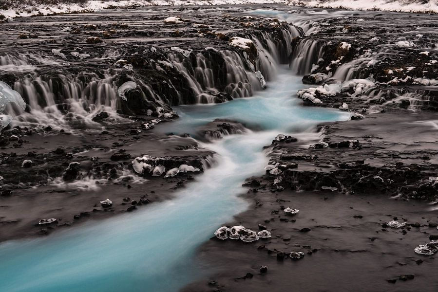 De Blauwe waterval Brúarfoss