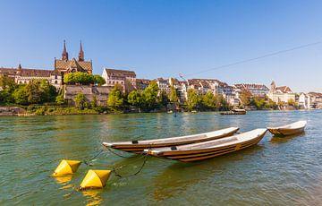 De kathedraal en de kathedraalveerboot in Bazel van Werner Dieterich