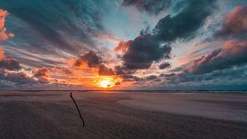 Brandende hemel boven het strand van Steffen Peters