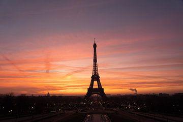 Paris - Eiffelturm im Sonnenaufgang von Christian Volk
