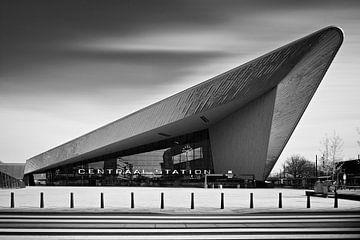 Der neue Hauptbahnhof (Centraal Station) der Stadt Rotterdam. Eine 180-sekündige Langzeitbelichtung  von David Bleeker