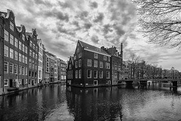 Gracht in Amsterdam van Alice Berkien-van Mil