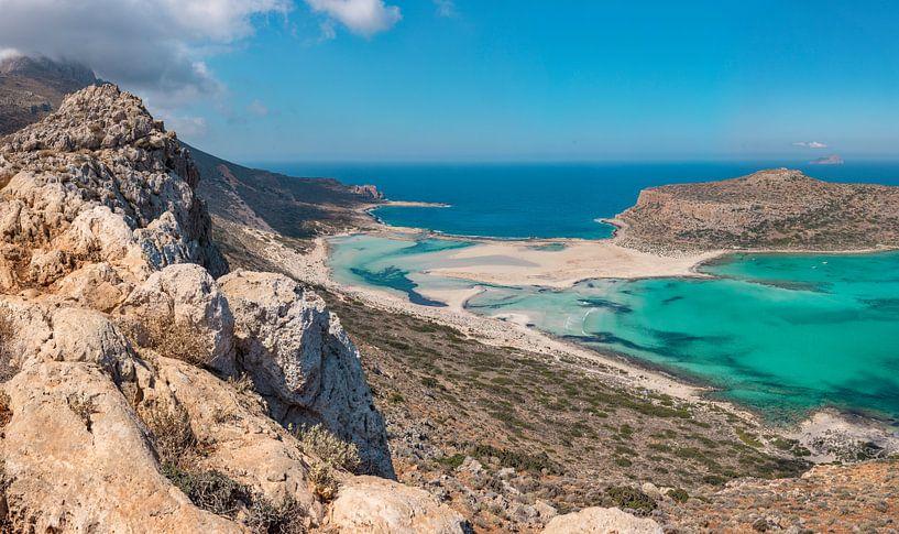 De balos lagune met kaap Tigani, Kissamos, Crete, Griekenland van Rene van der Meer
