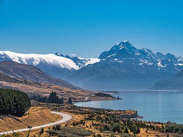De weg richting Mount Cook National Park in Nieuw-Zeeland van Rik Pijnenburg