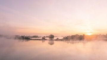 mistige zonsopkomst van e.a. hoogenboom