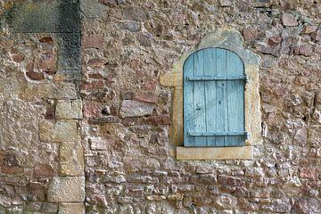 muur met luik van Hanneke Luit