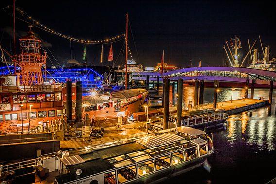 Hamburger Hafen bei Nacht van Holger Debek
