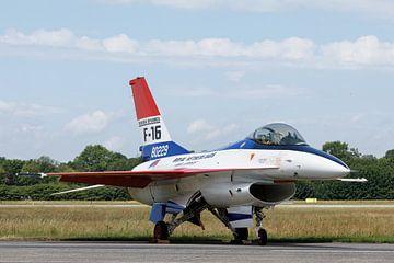 Een F-16 in de kleuren van het prototype van Arjan van de Logt