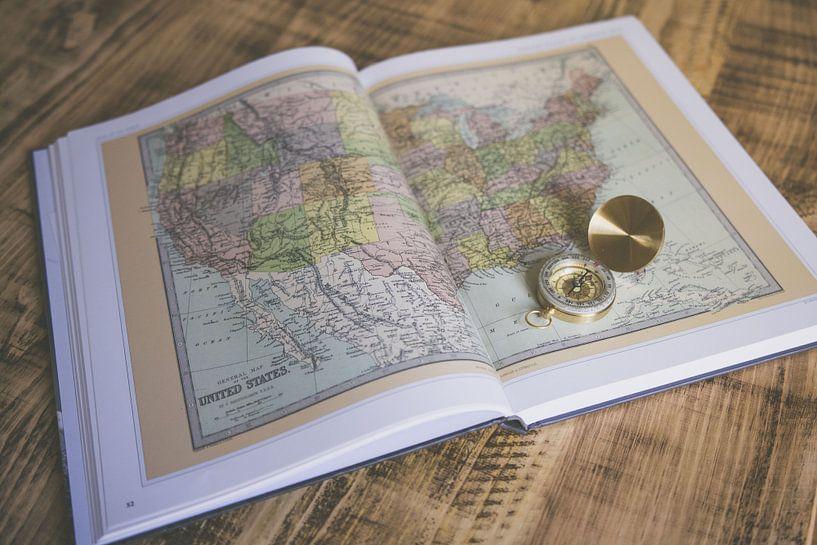 Atlas met Kompas van World Maps
