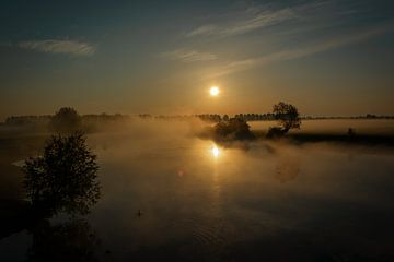 Gouden zonsopkomst van Victor Droogh