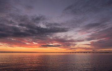 Zeelandbrug bij ondergaande zon van Jan Jongejan