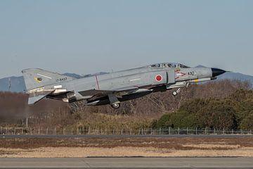 McDonnell Douglas F-4EJ Phantom II van 302 Hikotai tijdens take-off op Hyakuri AFB. van Jaap van den Berg