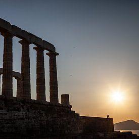 zonsondergang op Kaap Sounion in Griekenland van Eric van Nieuwland