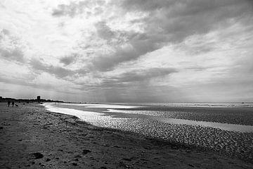 Strand in schwarz und weiß von DroomGans