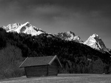 Blick früh morgens zur Alpspitze, Zugspitze und Waxenstein