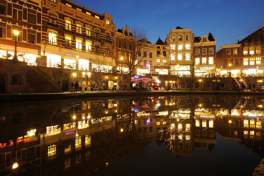 Oudegracht in Utrecht tussen Bakkerbrug en Jansbrug van Donker Utrecht