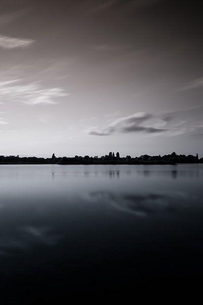 Arhemse Zonsondergang bij de Rijkerswoerdse Plassen. van Robert Wiggers