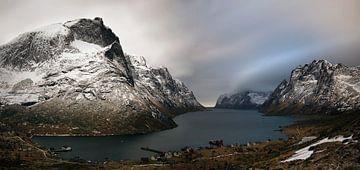 Kirkefjorden village van Wojciech Kruczynski