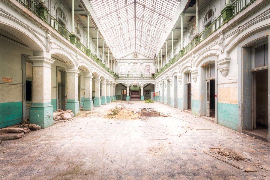 Verlaten School. van Roman Robroek