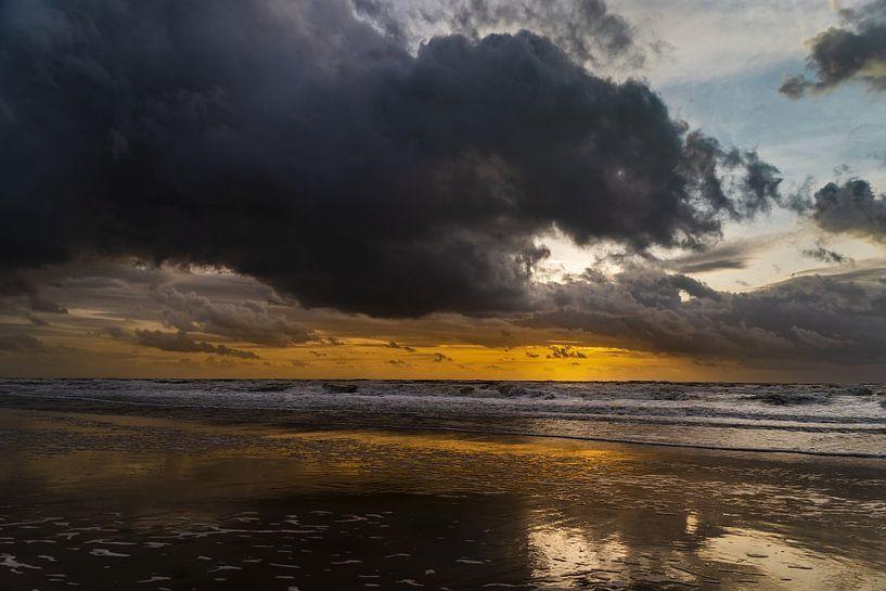 Julianadorp - Zonsondergang bij de zee van Stephan Zaun