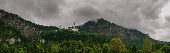 Slot Neuschwanstein in de regen Duitsland van Erik van 't Hof