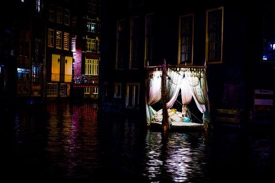 Drijvend Hemelbed in de Amsterdamse Grachten