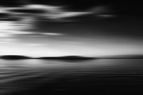 Zwart Wit zeegezicht van Jan Brons