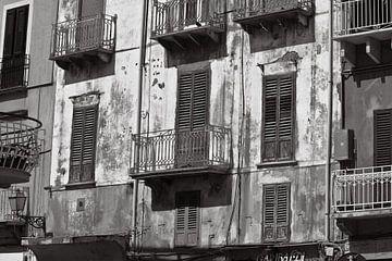Sizilianische Hausfassade der Stadt Marsala von Silva Wischeropp