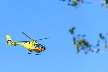 Medizinischer Hubschrauber startet von Sjoerd van der Wal