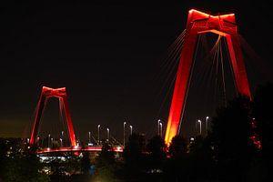 Willemsbrug in de avond van